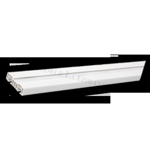 Şină cu două canale cu prindere în tavan.  Material: Aluminiu.