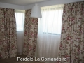 lddp058-perdea-alb-clasic-draperie-model-floral-maro-verde-rosu-mov